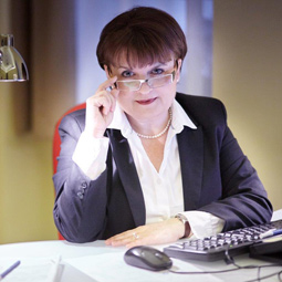 dr. Éva Littmann